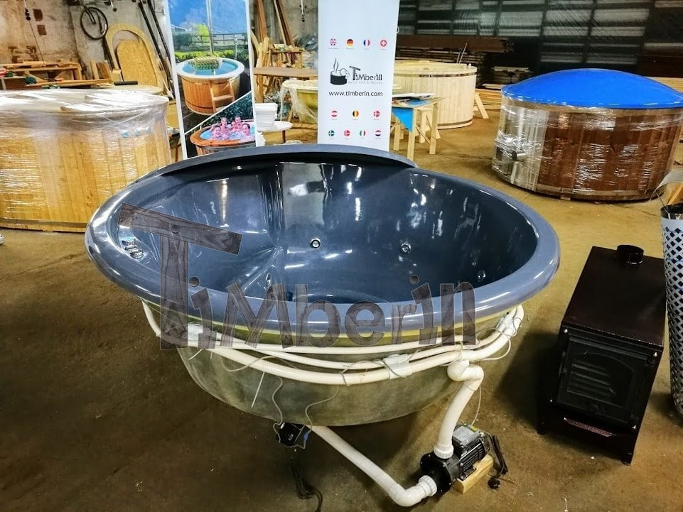 Outdoor terrace built in jacuzzi with conical walls for Terrace jacuzzi