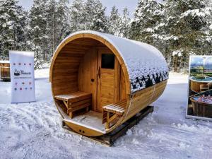 Outdoor-garden-wooden-sauna-and-jacuzzi Sauna gallery